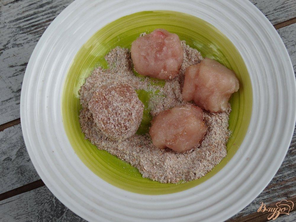 Фото приготовление рецепта: Рис с куринымии фрикадельками и овощами в мультиварке шаг №1