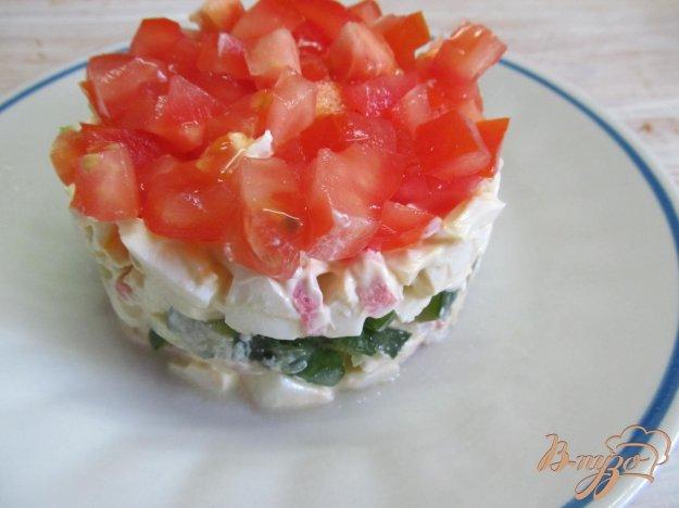 фото рецепта: Салат из крабовых палочек помидор и огурца
