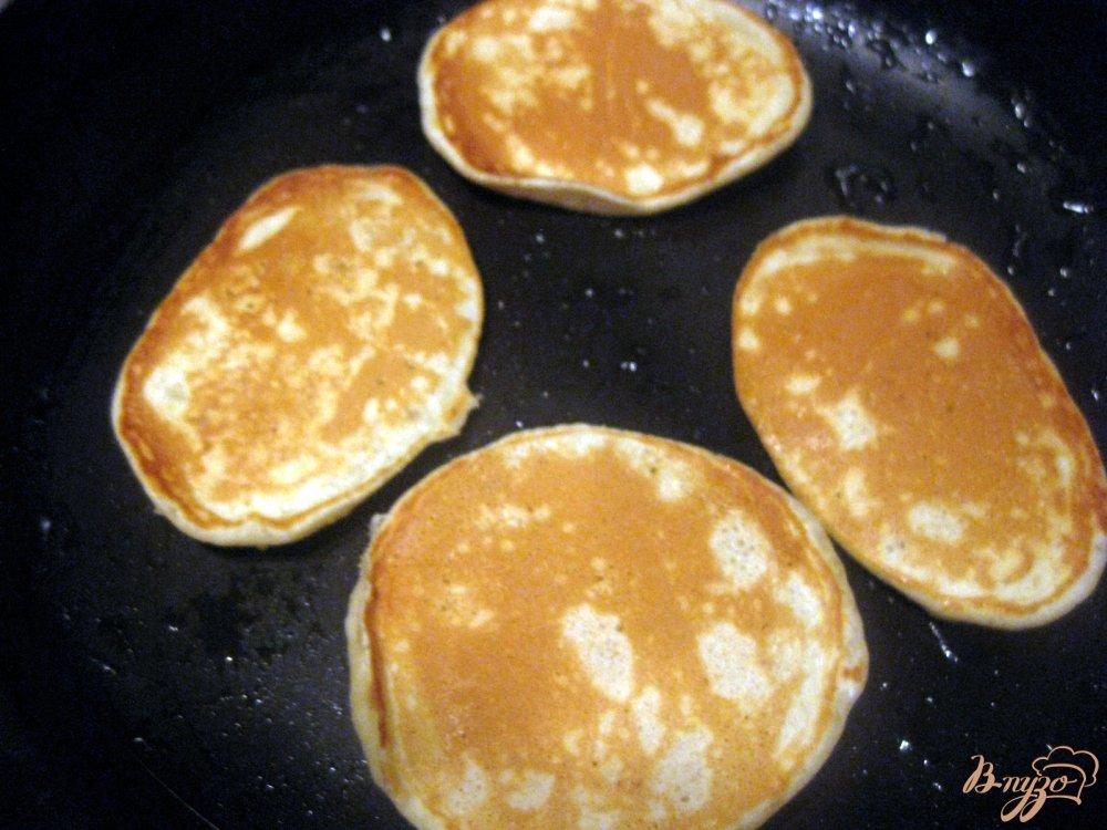 Фото приготовление рецепта: Тонкие банановые панкейки шаг №6