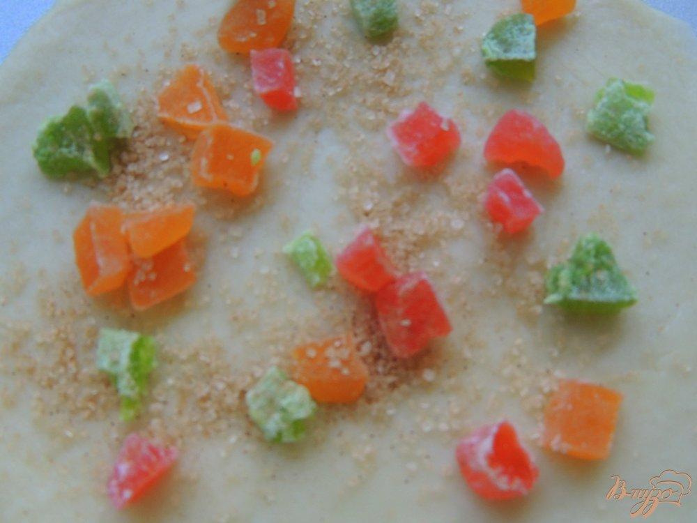 Фото приготовление рецепта: Пасхальный цветок с цукатами шаг №5