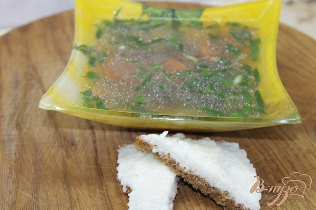 фото рецепта: Бульон с рыбы с зеленью и овощами