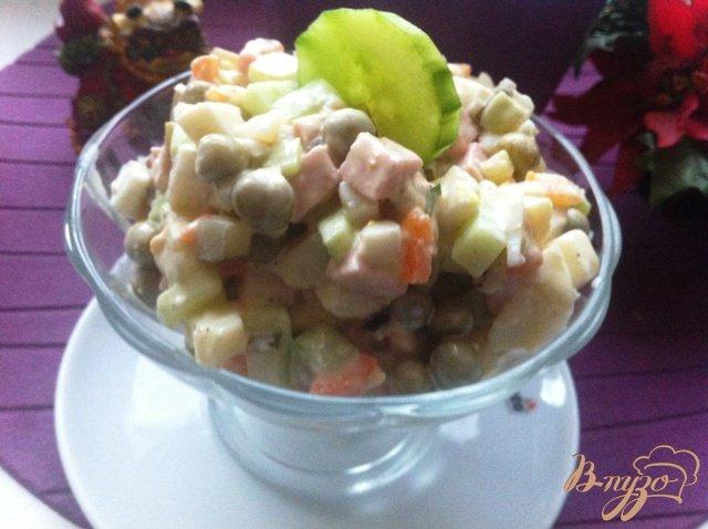 Фото приготовление рецепта: Салат овощной с колбасой шаг №13