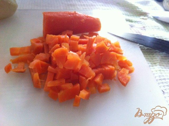 Фото приготовление рецепта: Салат овощной с колбасой шаг №5