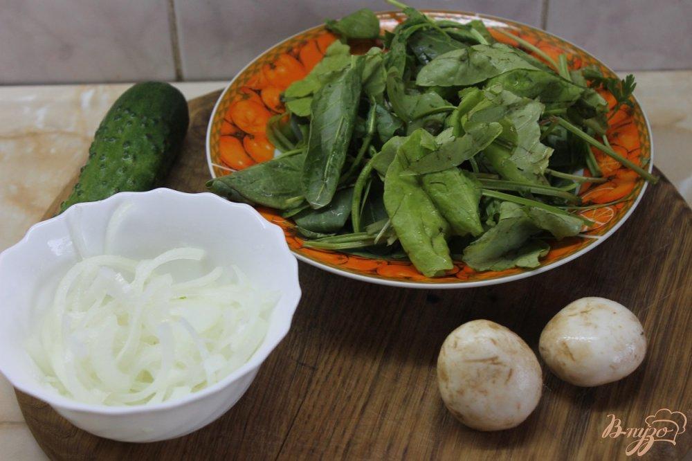 Фото приготовление рецепта: Салат с утиной грудкой и свежими листьями салата шаг №1