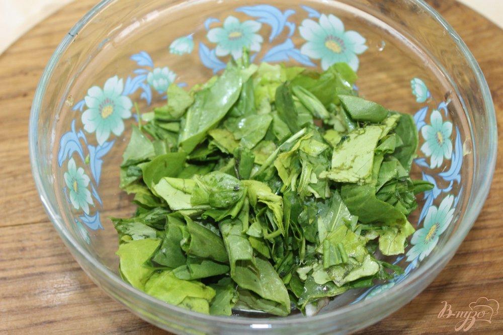 Фото приготовление рецепта: Салат с утиной грудкой и свежими листьями салата шаг №5