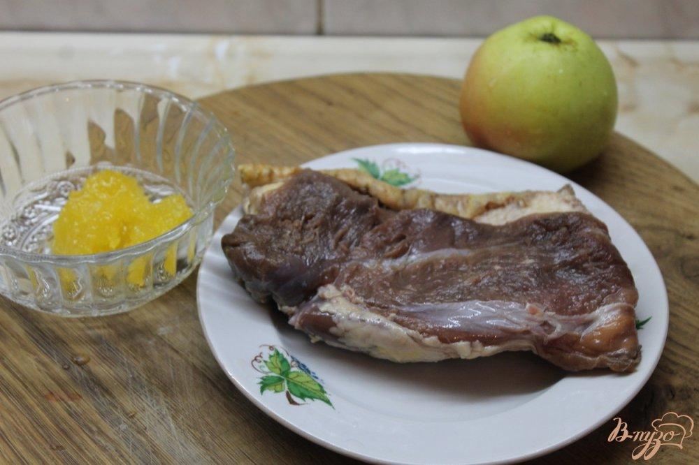 Фото приготовление рецепта: Утиная грудка запеченная с медом и яблоком шаг №1