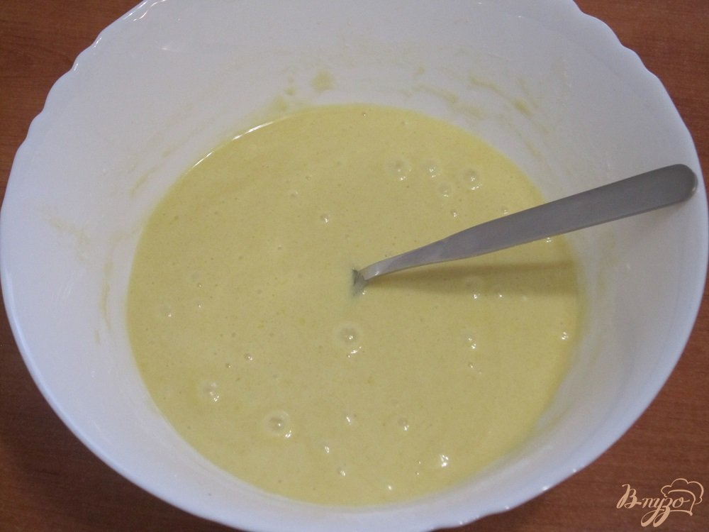 Фото приготовление рецепта: Манник с ягодами черной смородины шаг №4
