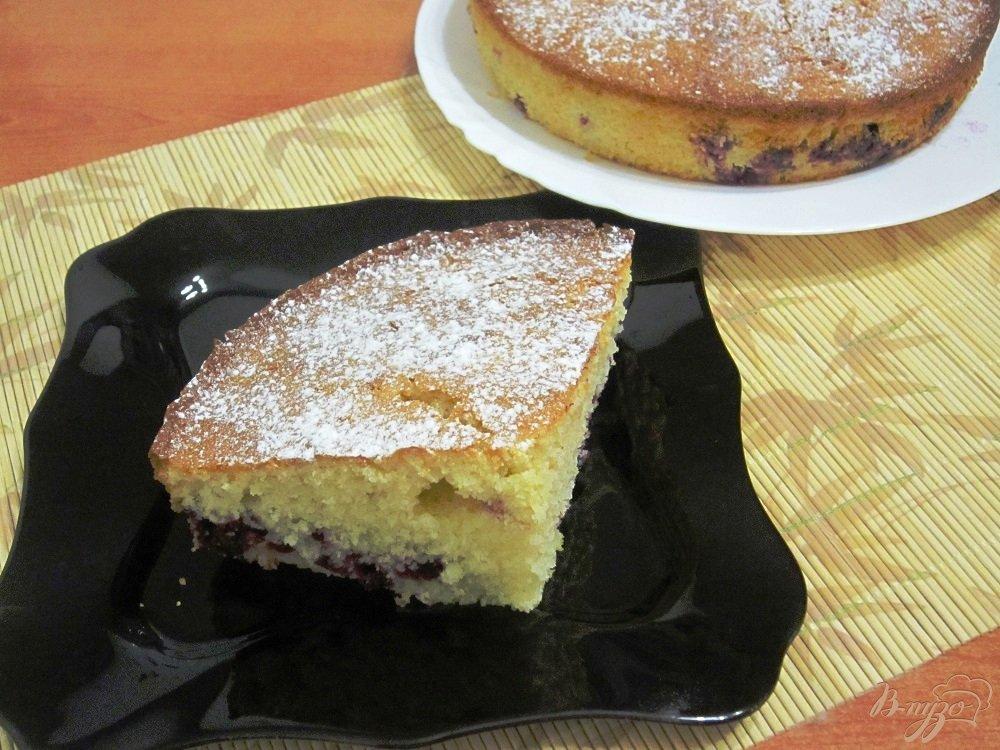 Фото приготовление рецепта: Манник с ягодами черной смородины шаг №9