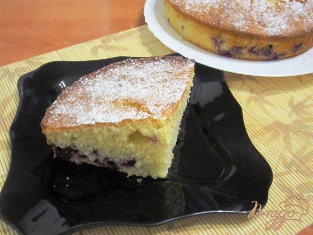 фото рецепта: Манник с ягодами черной смородины
