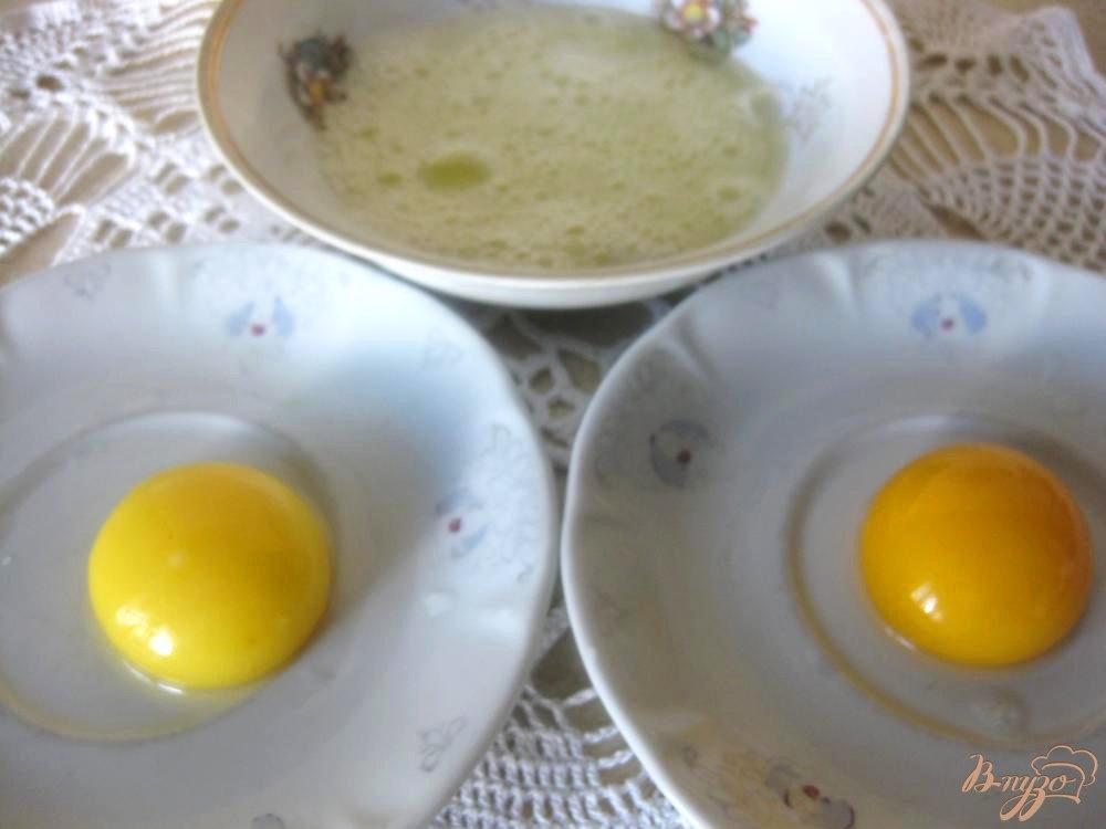 Фото приготовление рецепта: Яичные гнездышки с сыром шаг №1