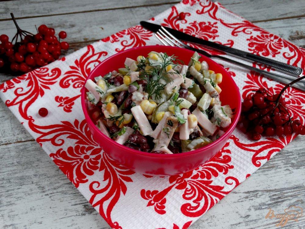 Фото приготовление рецепта: Салат с фасолью кукурузой и ветчиной шаг №8