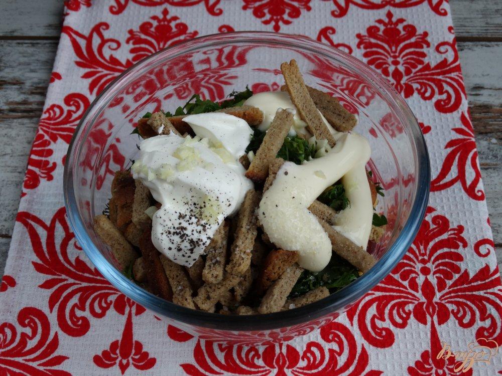 Фото приготовление рецепта: Салат с фасолью кукурузой и ветчиной шаг №7