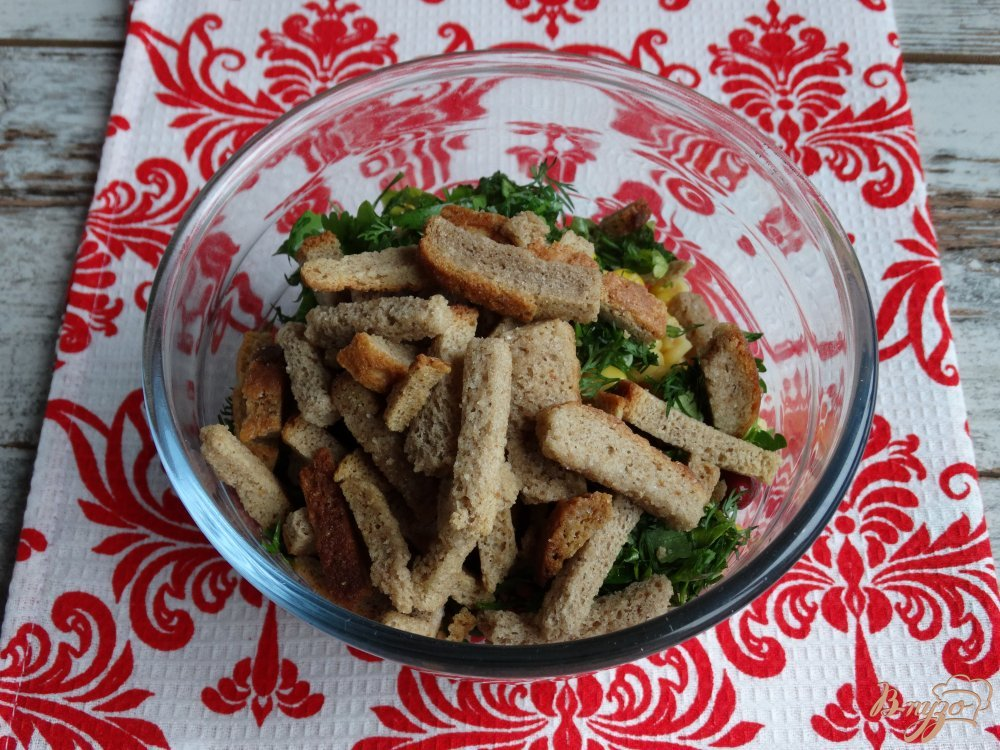 Фото приготовление рецепта: Салат с фасолью кукурузой и ветчиной шаг №6