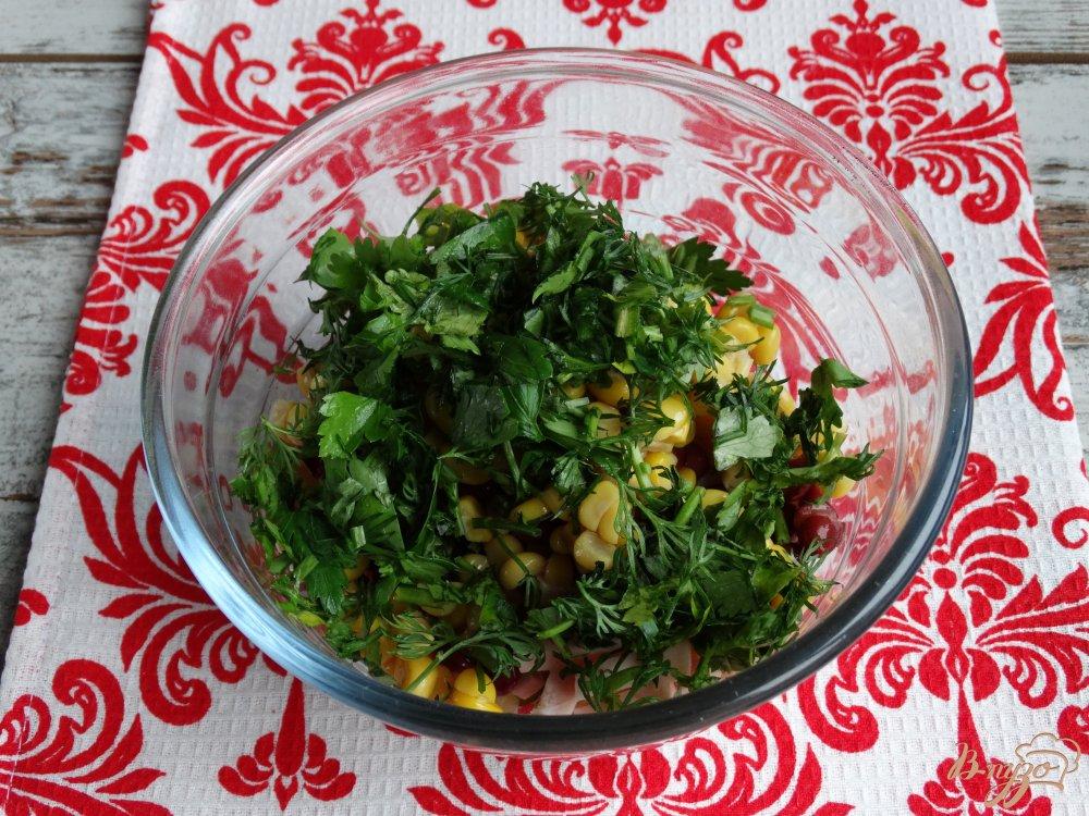 Фото приготовление рецепта: Салат с фасолью кукурузой и ветчиной шаг №5