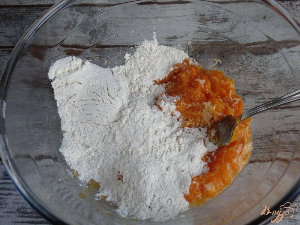 Фото приготовление рецепта: Тыквенные ньокки с луком-пореем и сметаной шаг №4