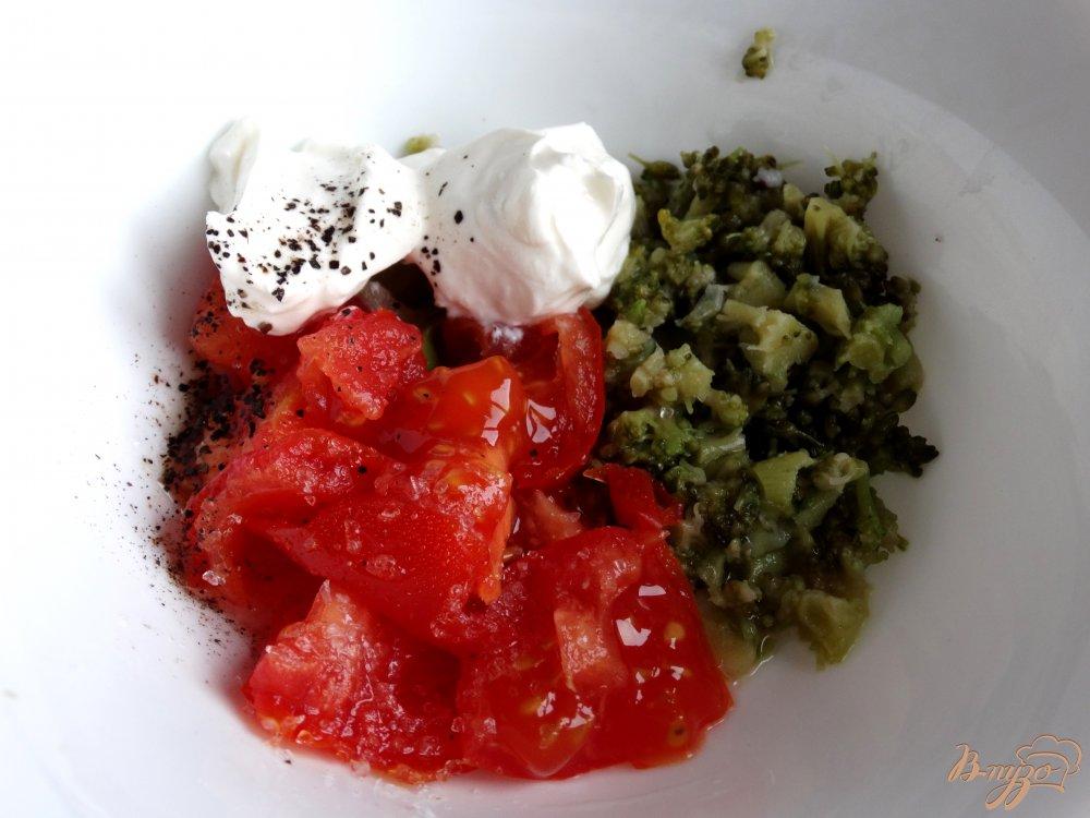 Фото приготовление рецепта: Картофельные лодочки с брокколи и помидорами шаг №3