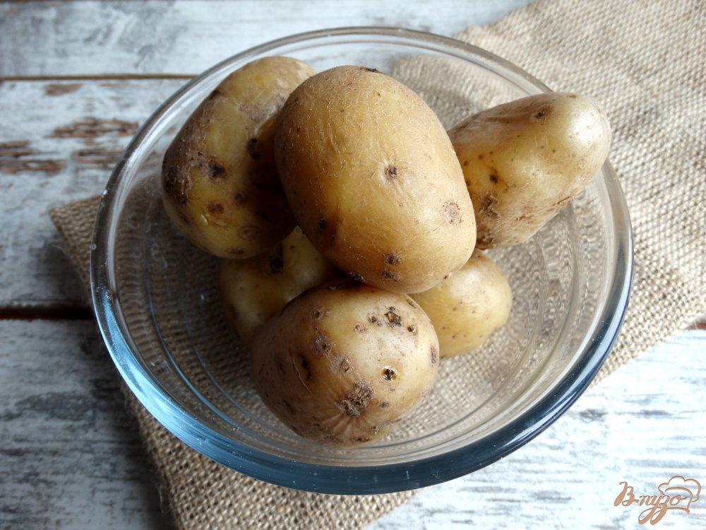 Фото приготовление рецепта: Картофельные лодочки с брокколи и помидорами шаг №1