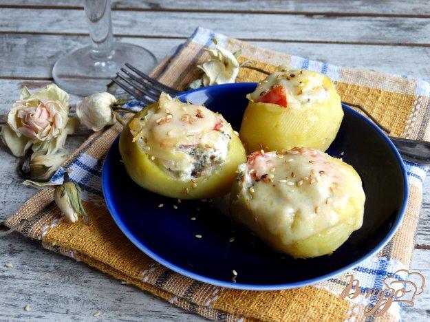 фото рецепта: Картофельные лодочки с брокколи и помидорами
