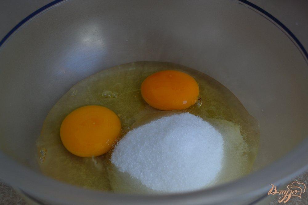 Фото приготовление рецепта: Сметанные оладьи с кокосом и малиной шаг №1