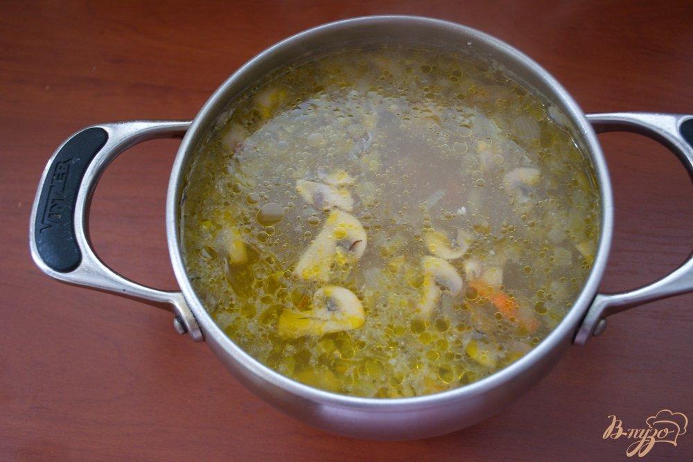 Фото приготовление рецепта: Грибной суп в одной кастрюле шаг №5