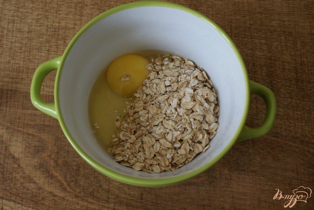 Фото приготовление рецепта: Овсяный блинчик с сыром и зеленью шаг №2