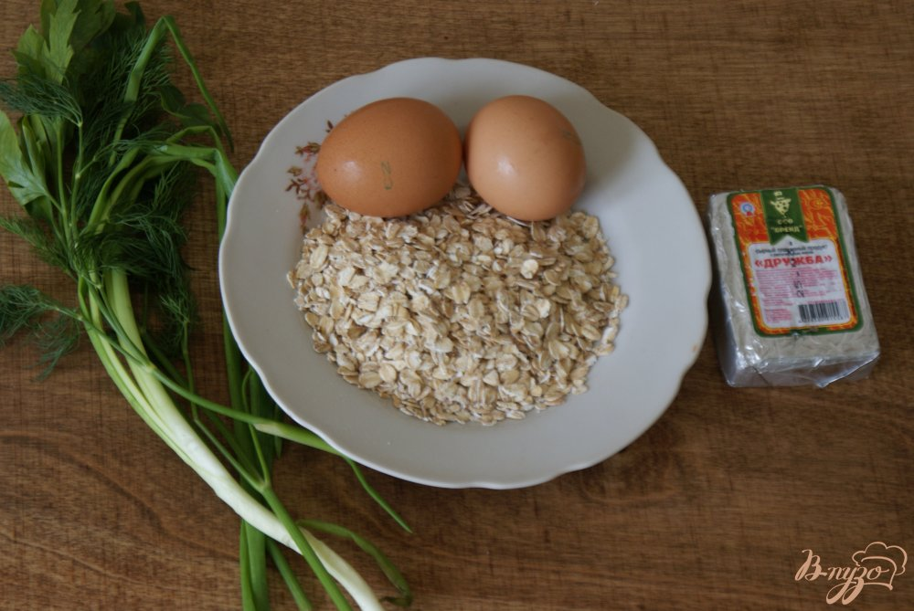 Фото приготовление рецепта: Овсяный блинчик с сыром и зеленью шаг №1