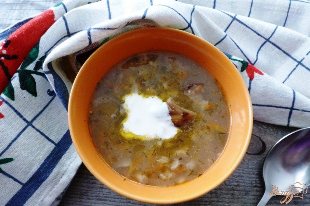 Фото приготовление рецепта: Суп с солеными грибами и перловкой шаг №7