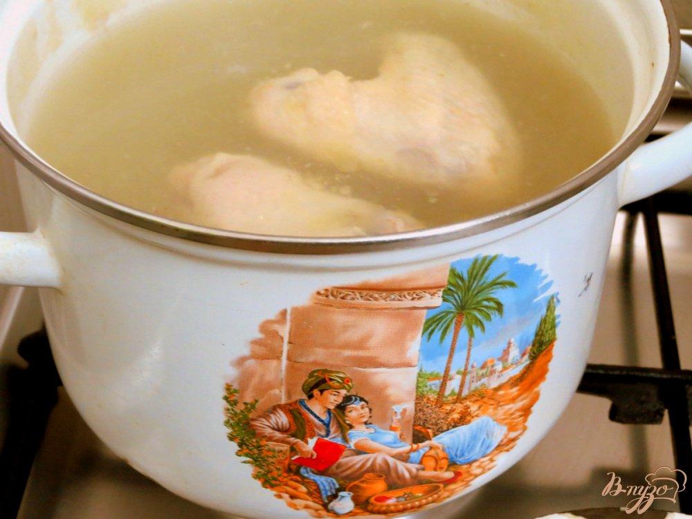 Фото приготовление рецепта: Суп с крапивой и шпинатом шаг №1