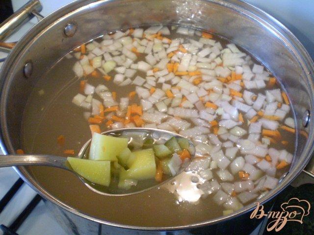 Фото приготовление рецепта: Рассольник на курином бульоне шаг №8