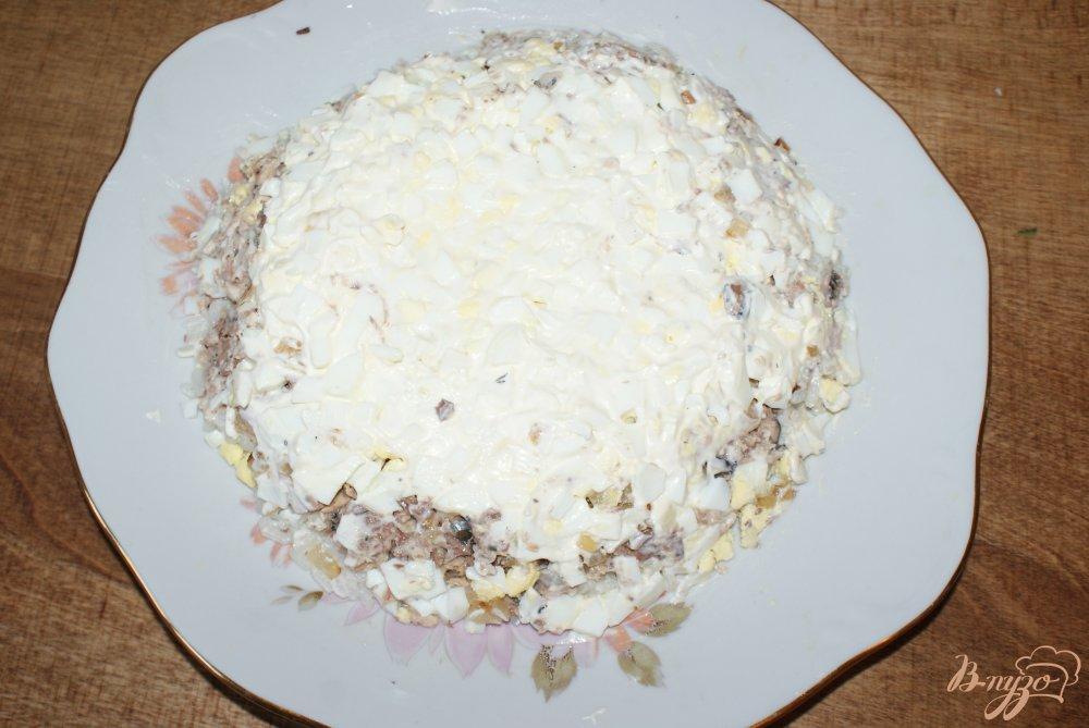 Фото приготовление рецепта: Слоеный рыбный салат шаг №9