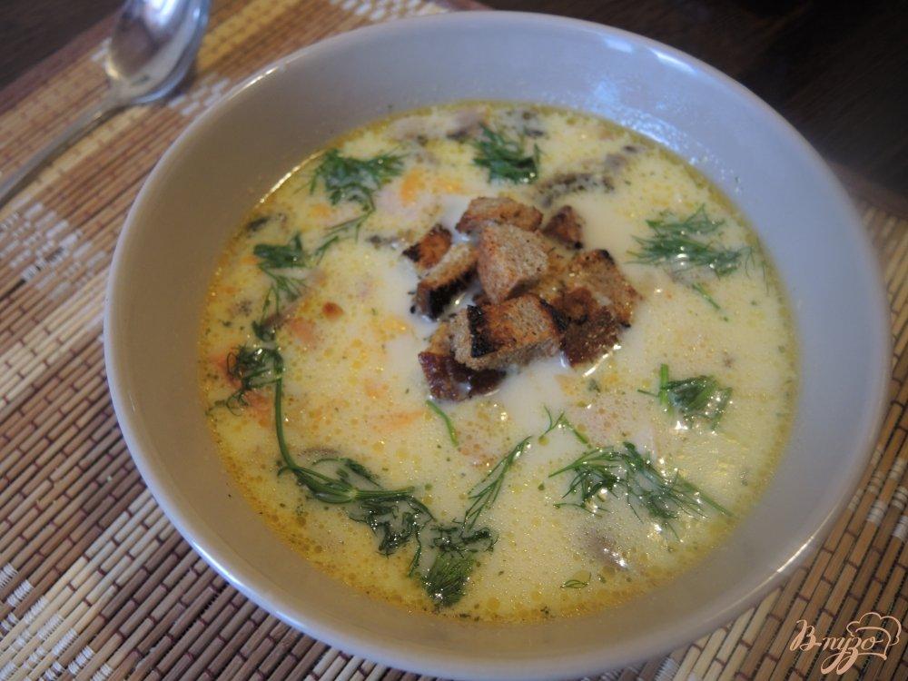 Фото приготовление рецепта: Сырный суп с курицей и грибами шаг №15