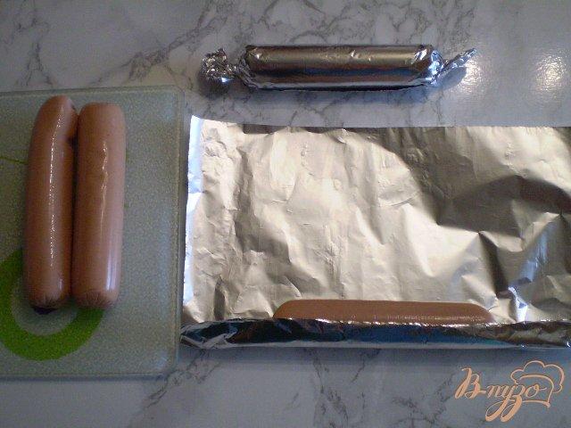 Фото приготовление рецепта: Сосиски в фольге шаг №3