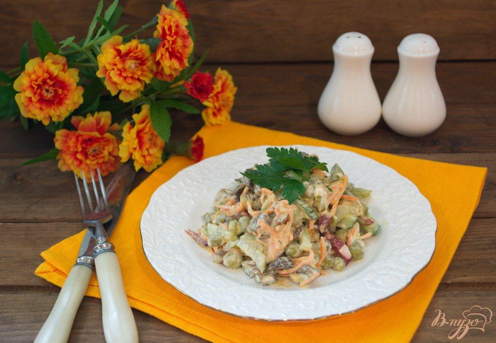 Фото приготовление рецепта: Салат с лесными грибами шаг №5
