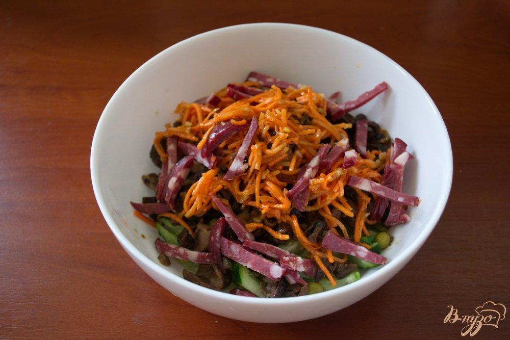 Фото приготовление рецепта: Салат с лесными грибами шаг №4