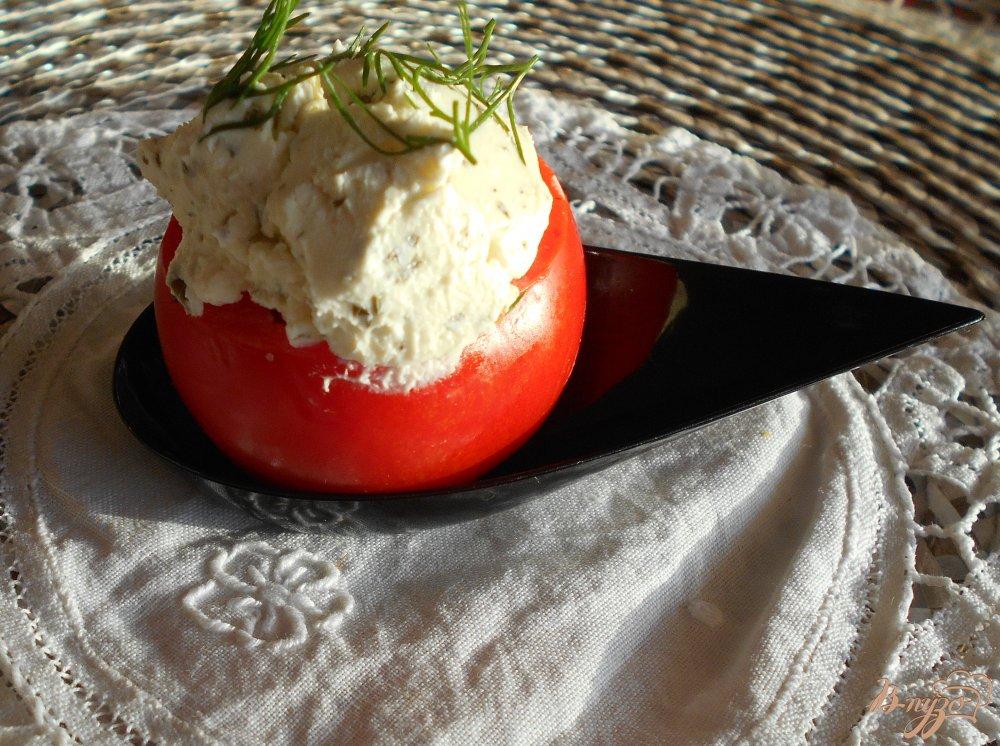 Фото приготовление рецепта: Помидоры фаршированные сыром с чесноком шаг №5