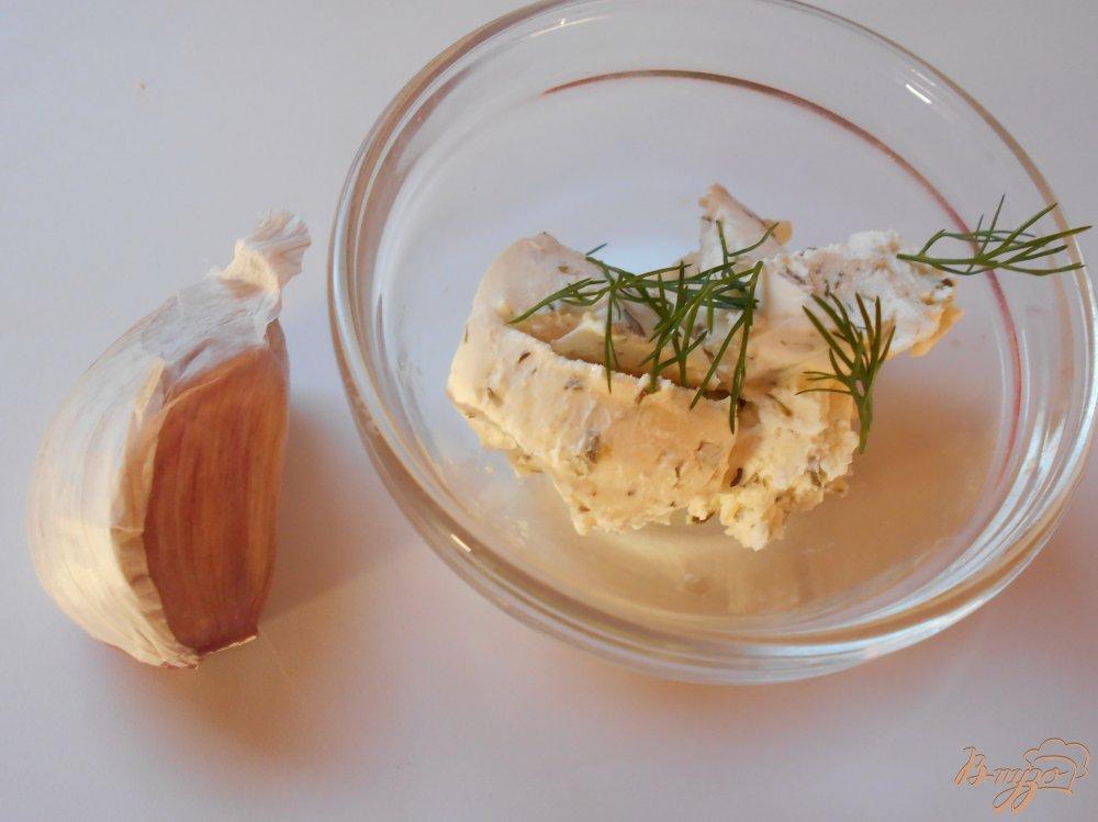 Фото приготовление рецепта: Помидоры фаршированные сыром с чесноком шаг №2