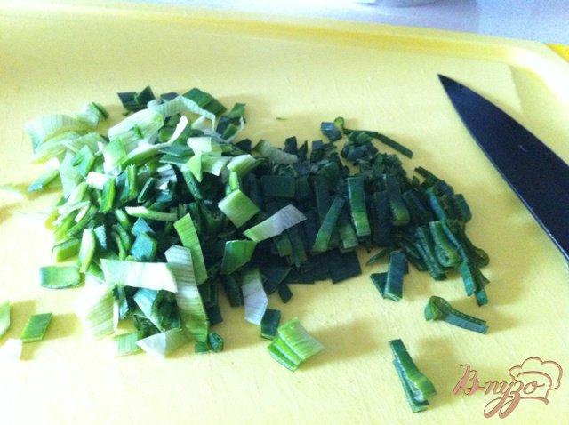 Фото приготовление рецепта: Салат из печени трески шаг №7