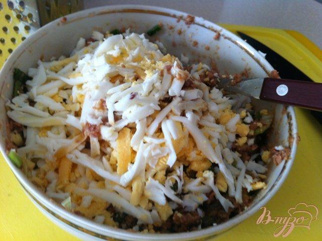 Фото приготовление рецепта: Салат из печени трески шаг №9