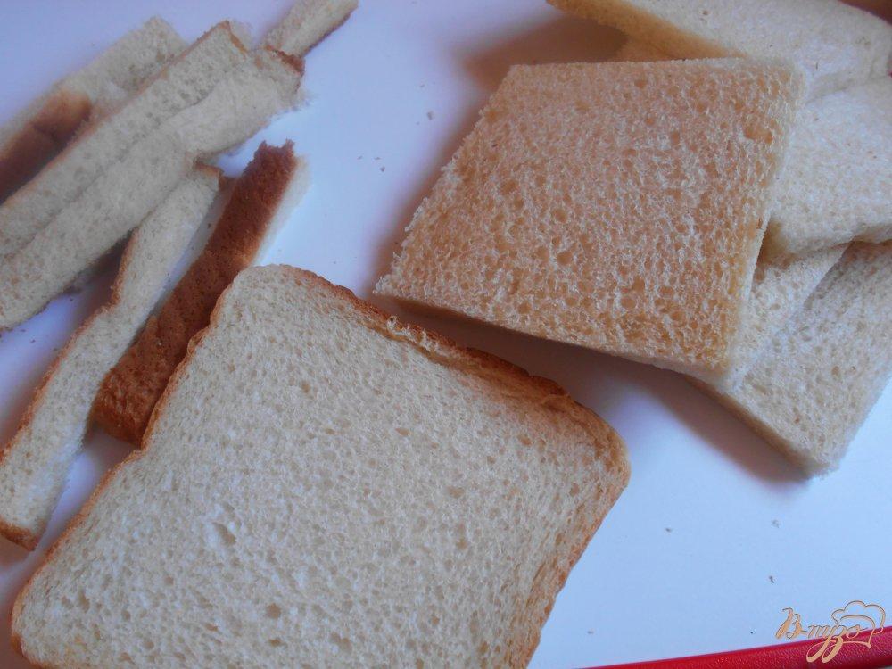Фото приготовление рецепта: Рыбные пирожки из бутербродного хлеба с соусом песто шаг №2