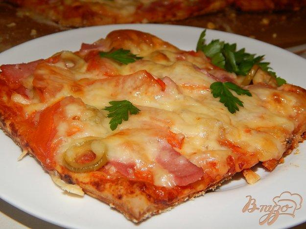 Піца з ковбасою та сиром. Як приготувати з фото