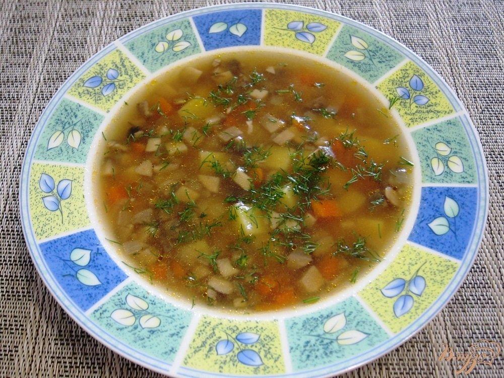 Фото приготовление рецепта: Суп с помидорами и грибами шаг №11