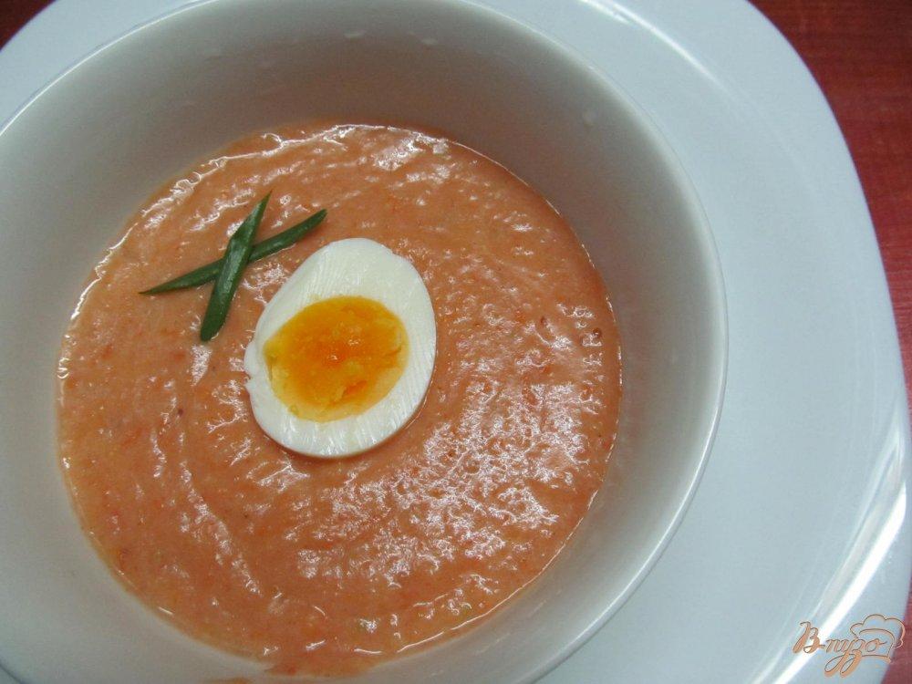 Фото приготовление рецепта: Томатный суп с яйцом шаг №8