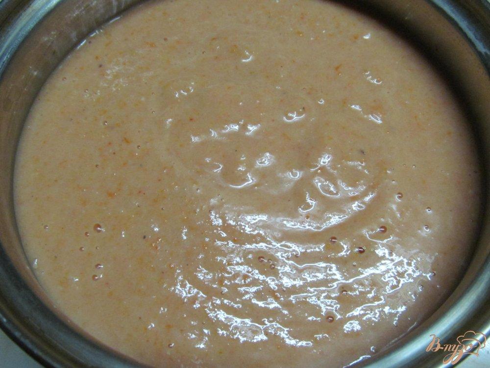 Фото приготовление рецепта: Томатный суп с яйцом шаг №7