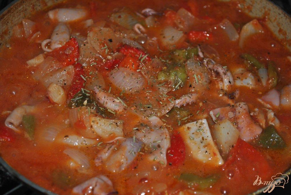 Фото приготовление рецепта: Томатная сальса с кальмарами шаг №11