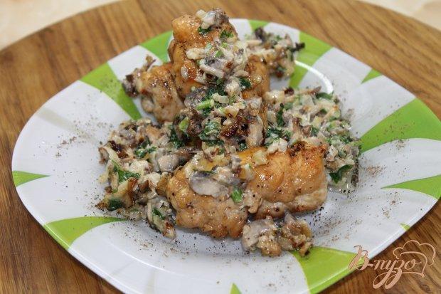 Куриные  рулеты с оливками в грибном соусе