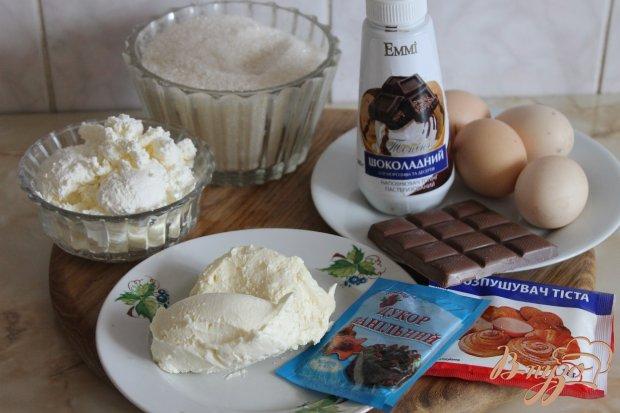 Шоколадно - творожный пирог с вишнями