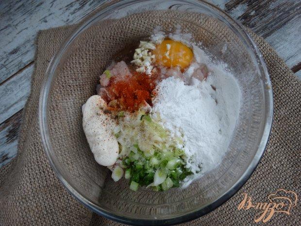 Албанские куриные котлеты с зеленым луком, сыром и паприкой