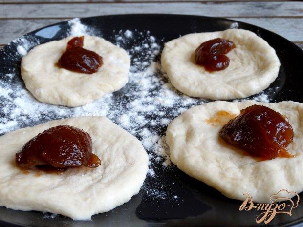 Постные пирожки с яблочным повидлом