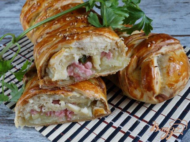 Пироги-плетенки с картофелем, колбасой и стручковой фасолью