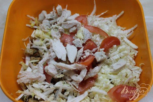 Салат домашний с курицей и сухарями